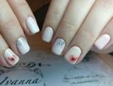 Ніжний манікюр з блискітками на короткі нігті (фото)